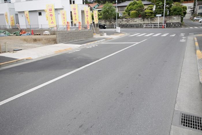 【前面道路含む現地写真】(2017年5月) 駅から徒歩10分圏内なので通勤、通学が楽々です。