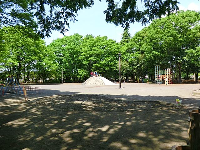 【周辺】 富士見公園 徒歩2分 羽村市有数の広さで、たくさんのスポーツ施設を備えた公園です。
