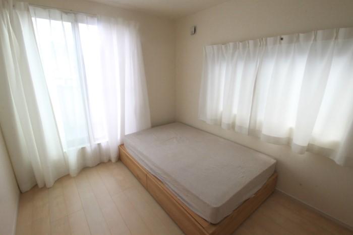 【居室】 南からの陽光をたっぷり取り込む暖かなお部屋は、一人の時間も優しく演出してくれます。