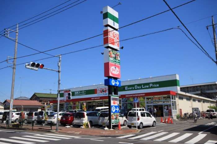 【周辺】 驚安堂福生店・徒歩5分 ドン・キホーテグループの食品スーパーマーケットです。