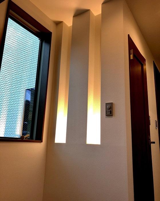 【その他内観】 (オプション造作イメージ)お客様を迎える玄関には、明るく華やかな間接照明を設けることができます。※