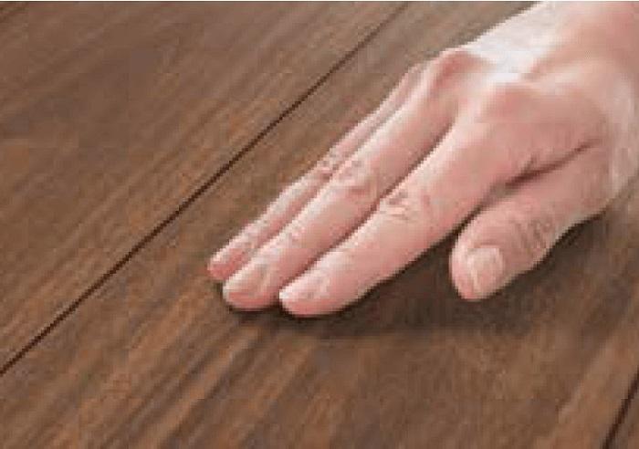 【その他画像】 (フローリング)基材は表面密度が高く、へこみや傷が付きにくくなっています。