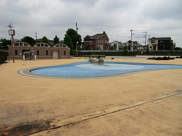 【周辺】 羽村市水上公園 徒歩6分:全長45メートルのウォータースライダーや流れるプールなどが揃います。