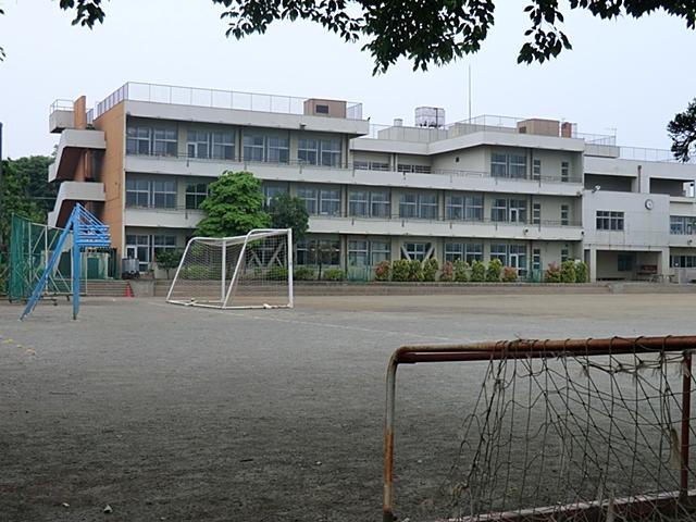 【周辺】 霞台中学校 徒歩15分:教室にはエアコンや暖房が設置してあるので、快適に授業を受けられます。
