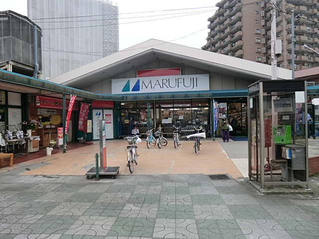 【周辺】 マルフジ東青梅店 徒歩5分:駅前にあるので、お仕事帰りなどに立ち寄り買物することができます。