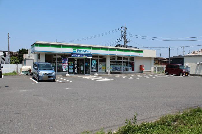 【周辺】 ファミリーマート青梅吉野街道店 徒歩1分:24時間営業が頼もしく、ATMや宅配便の利用も可能です。