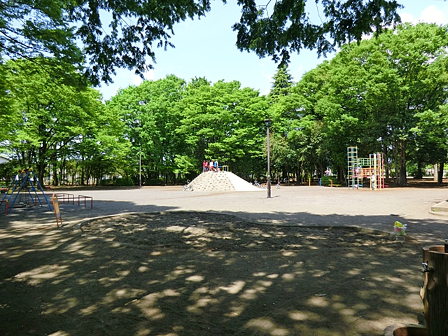 【周辺】 富士見公園 徒歩2分:羽村市有数の広さで、多数のスポーツ施設を備えています。
