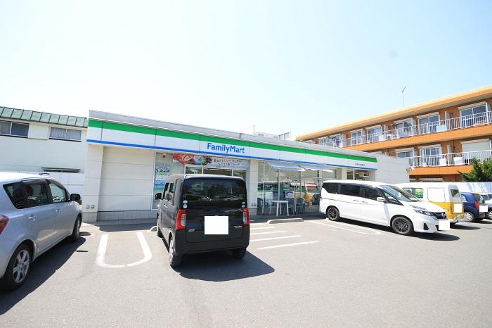 【周辺】 ファミリーマート羽村富士見公園前店 徒歩3分:24時間営業で食品もすぐ手に入り、毎日安心です。