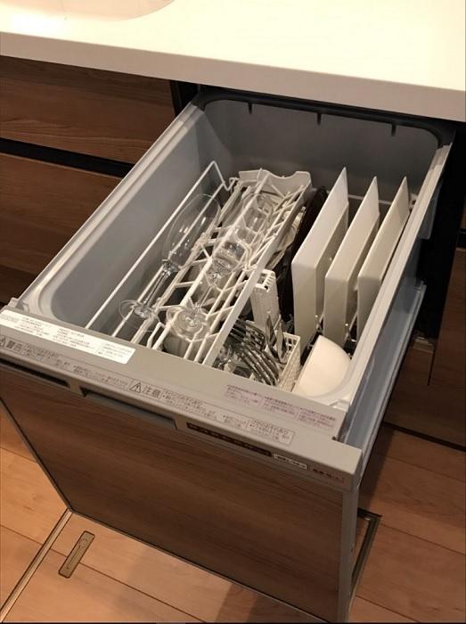 【その他画像】 (食洗機イメージ)ビルトインで場所を取らず、前面・上面操作と簡単で使いやすいワンタッチレバー採用。