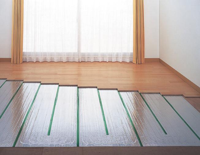 【その他画像】 (電気式床暖房)空気を汚さず、健康的で安全な床暖房は標準装備。家族みんなが心地よく過ごせる設備です。